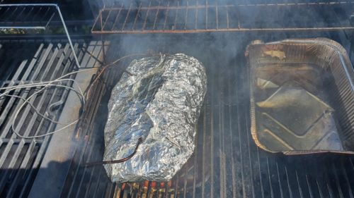 BBQ - Varkensprocureur ingepakt in aluminiumfolie